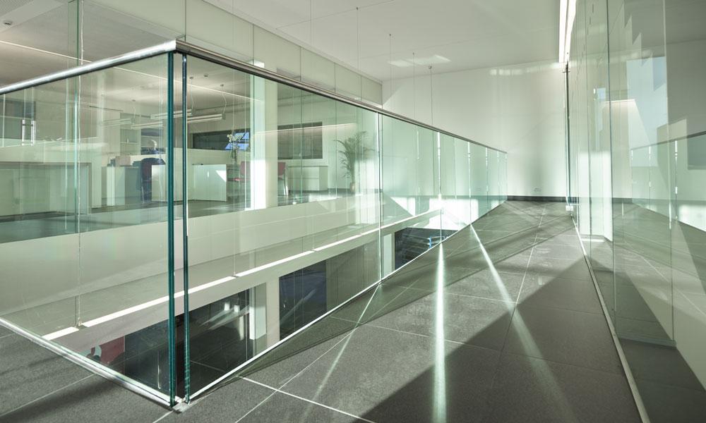 Balustrades et sols ou planchers en verre for Balustrade en verre exterieur